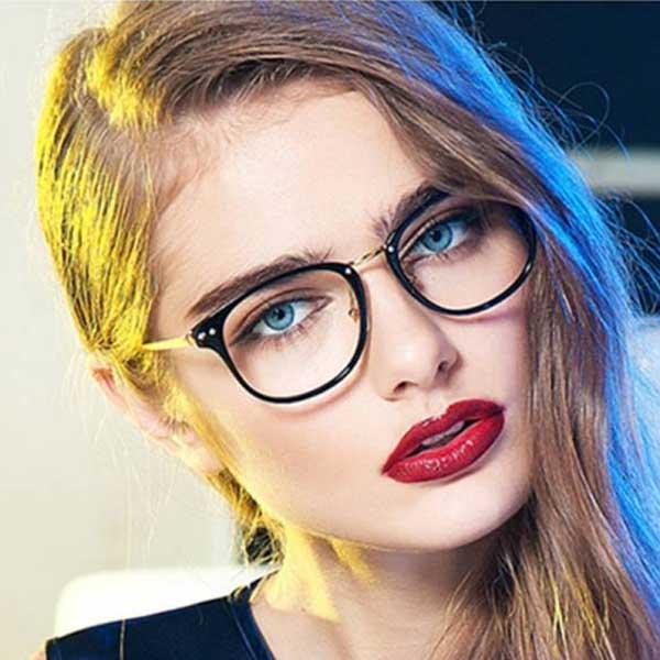 آرایش چهره خانم های عینکی